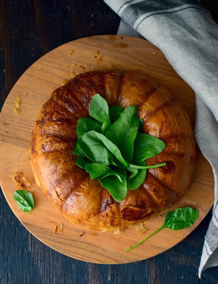 Pastel o tarta salada de ricotta y espinacas, hecha en molde de bundt cakes