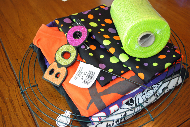i should be mopping the floor super cheap diy t shirt scrap wreath for halloween. Black Bedroom Furniture Sets. Home Design Ideas