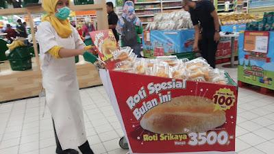 Roti Sarikaya sedang dijajakan