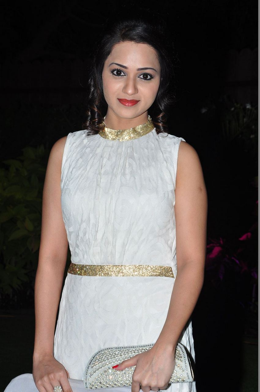 Reshma In White Dress At Awards Function 2016