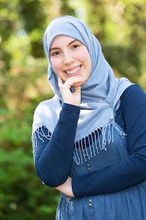 Samya Hafsaoui presenteert het Ramadanjournaal