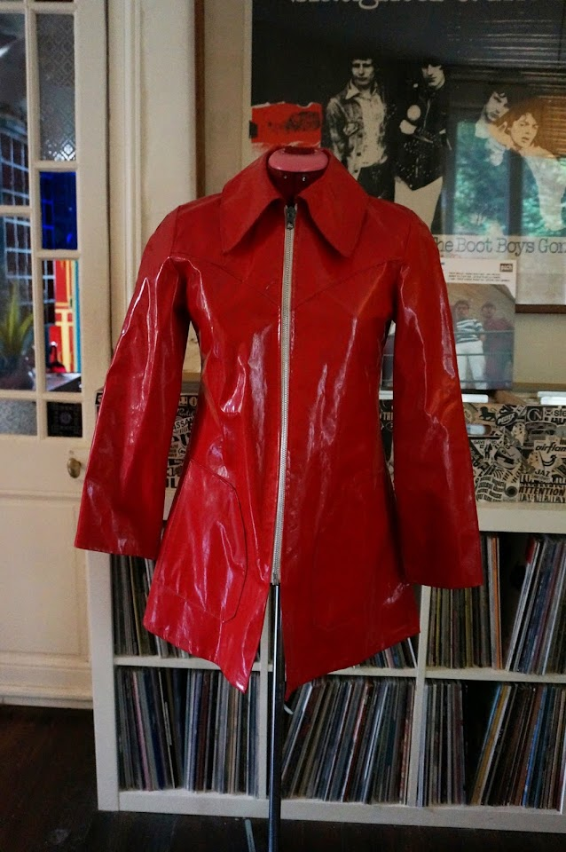 70s red vinyl raincoat années 70 ciré imper