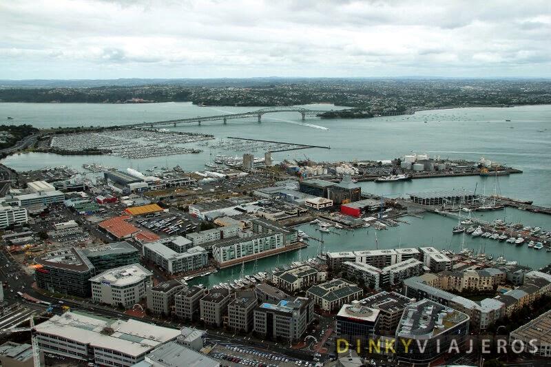 Vistas del Harbour Bridge desde la Sky Tower de Auckland
