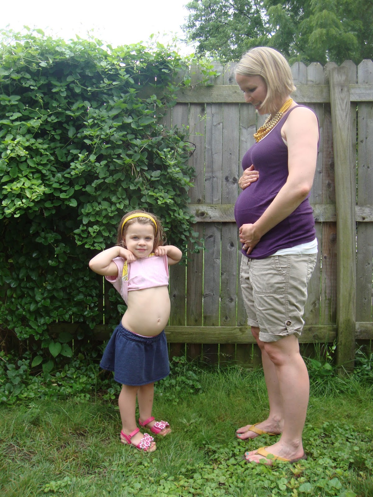 Pregnant Weeks 8 Bloated And