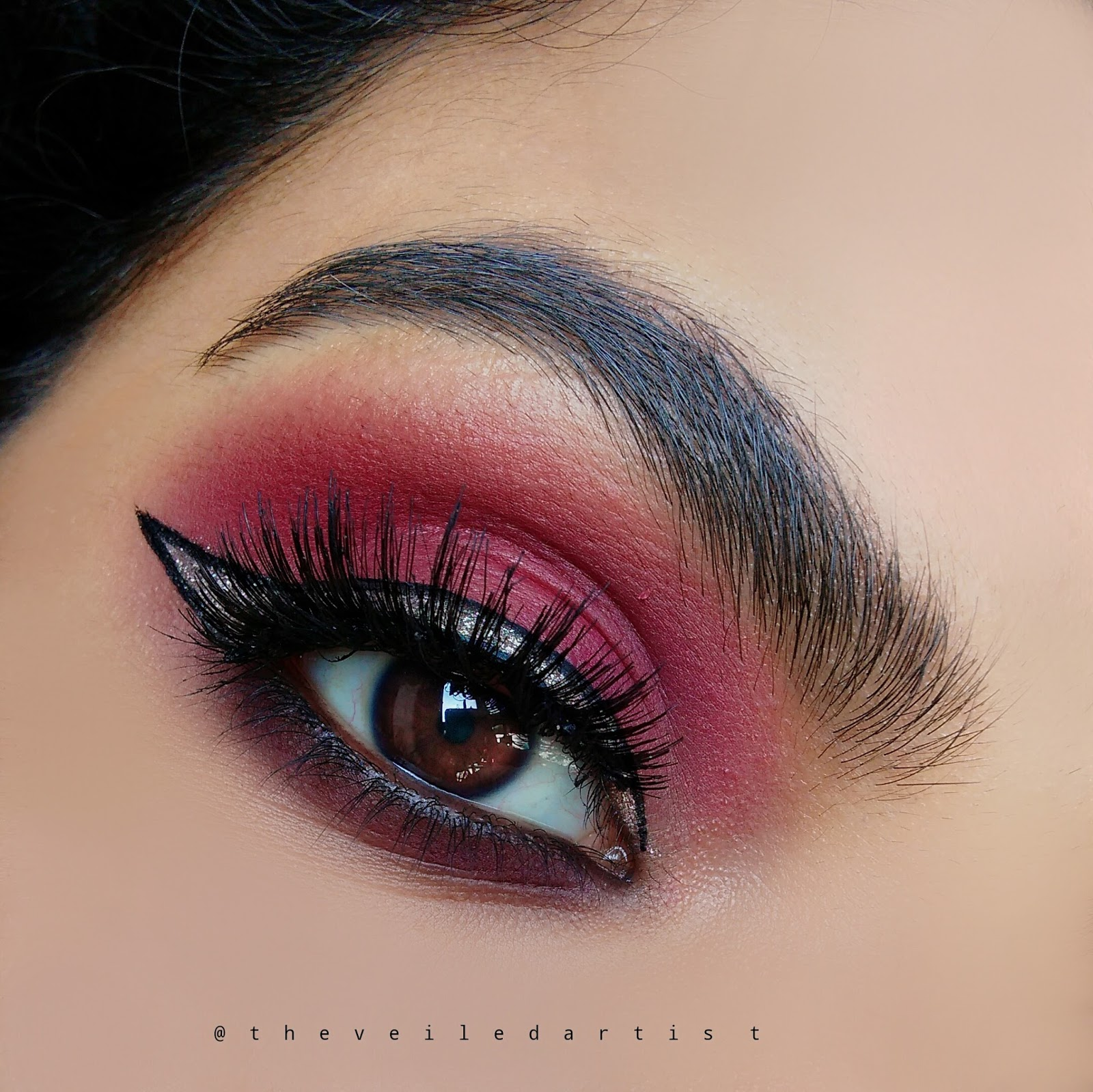 Simple 7 Step Statement Eyeshadow Look with Sparkly Liner ...