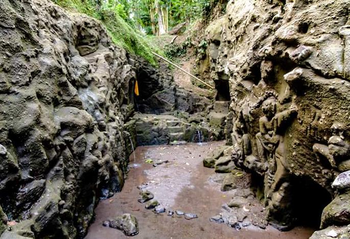 Objek Wisata Menarik Relief Bitera Di Gianyar Bali