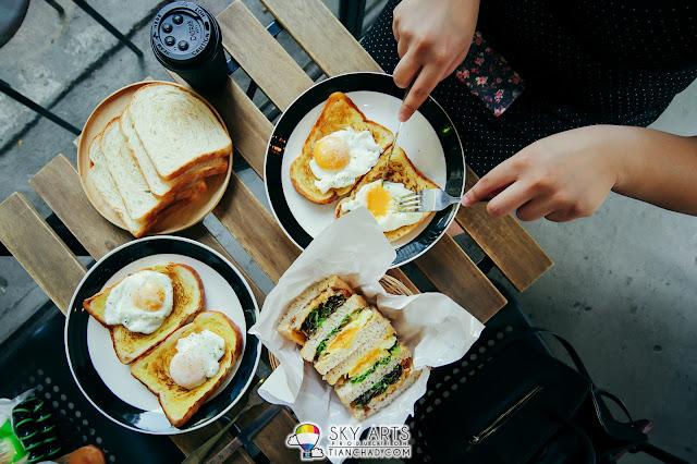 Enjoying great breakfast meal at A • Toast - Breakfast & Juice Bar