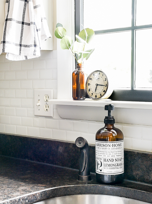 Simple kitchen decor for fall