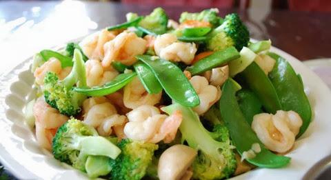 Stir Fried Vegetables with Steamed Prawns