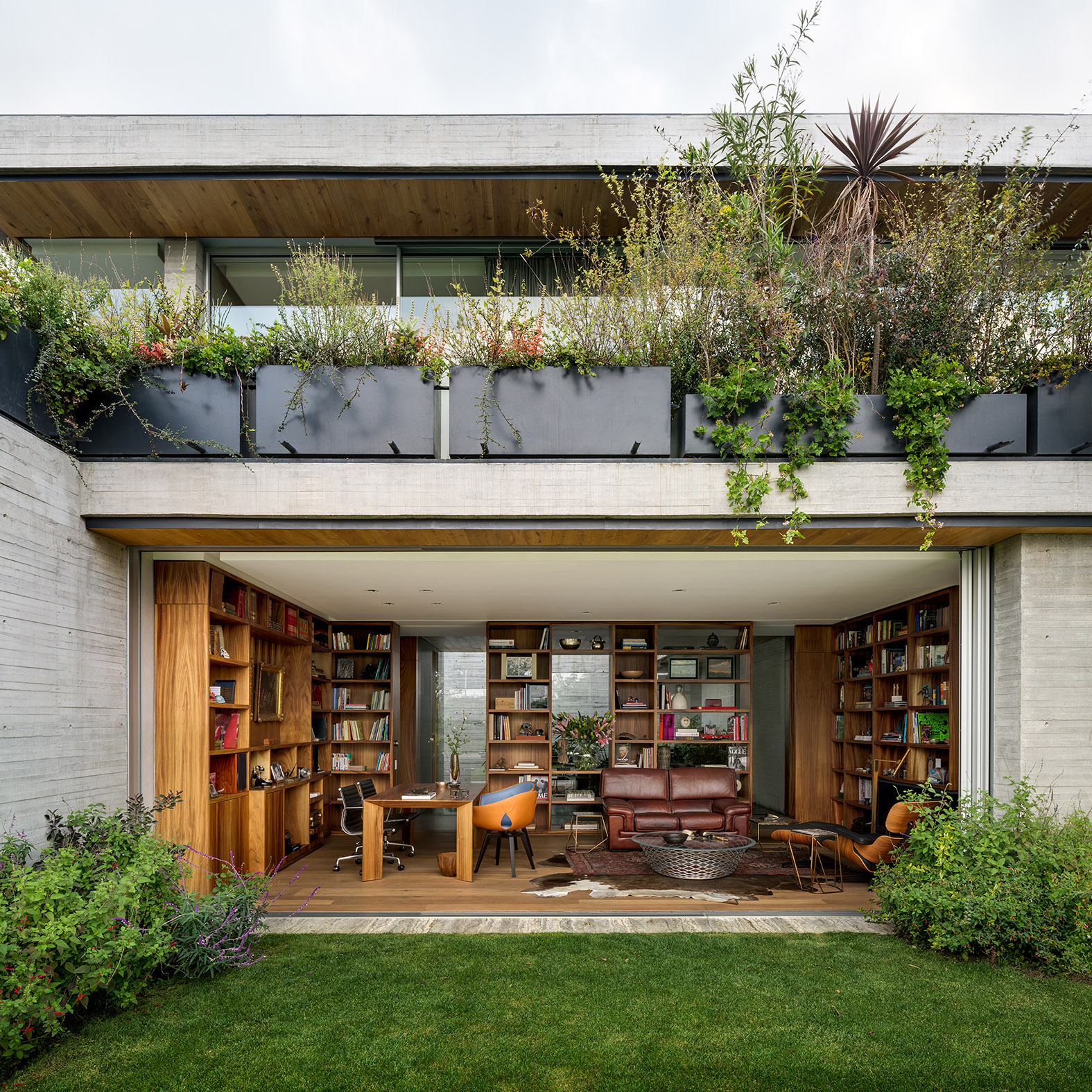 Contemporary Home with Garden Design: Most Beautiful Houses in the World