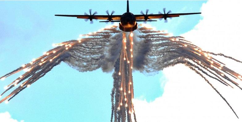 CN-235MPA πάνω από τον Αη Στράτη εκτόξευσε flares κατά μαχητικών της ΠΑ! -(VID)