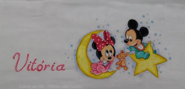 fralda com pintura de mickey e minnie baby