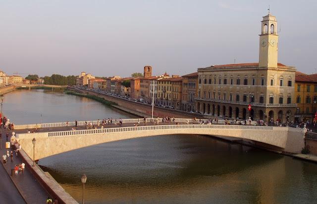 Passeios ao longo do Rio Arno em Pisa