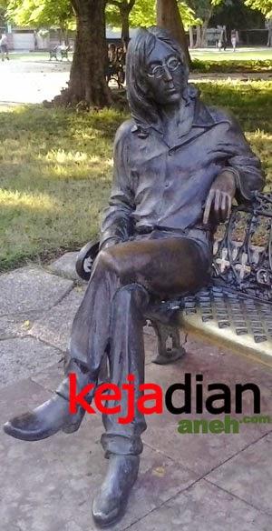 John Lennon Fan Fidel Castro