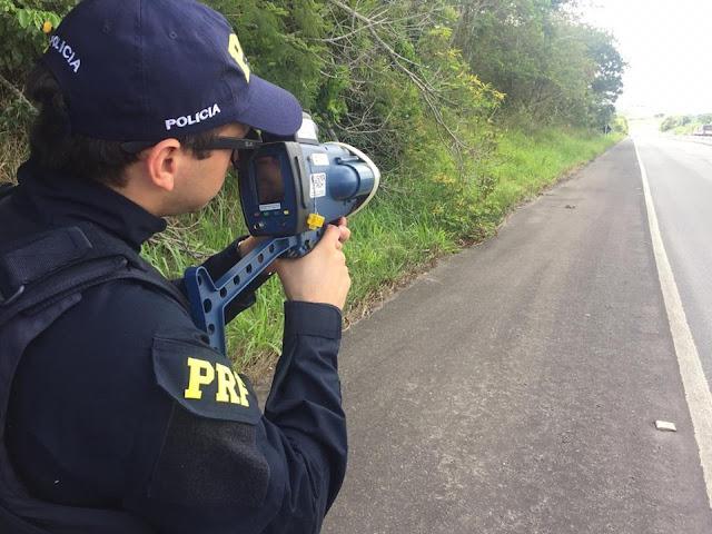 PRF flagra 152 veículos circulando acima da velocidade em Sergipe