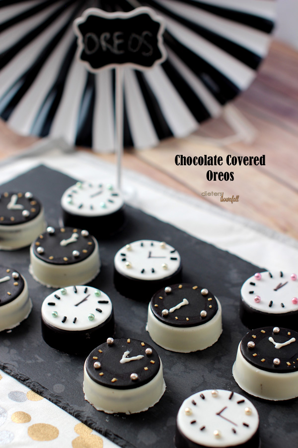 http://dietersdownfall.com/oreo-cookie-clocks/