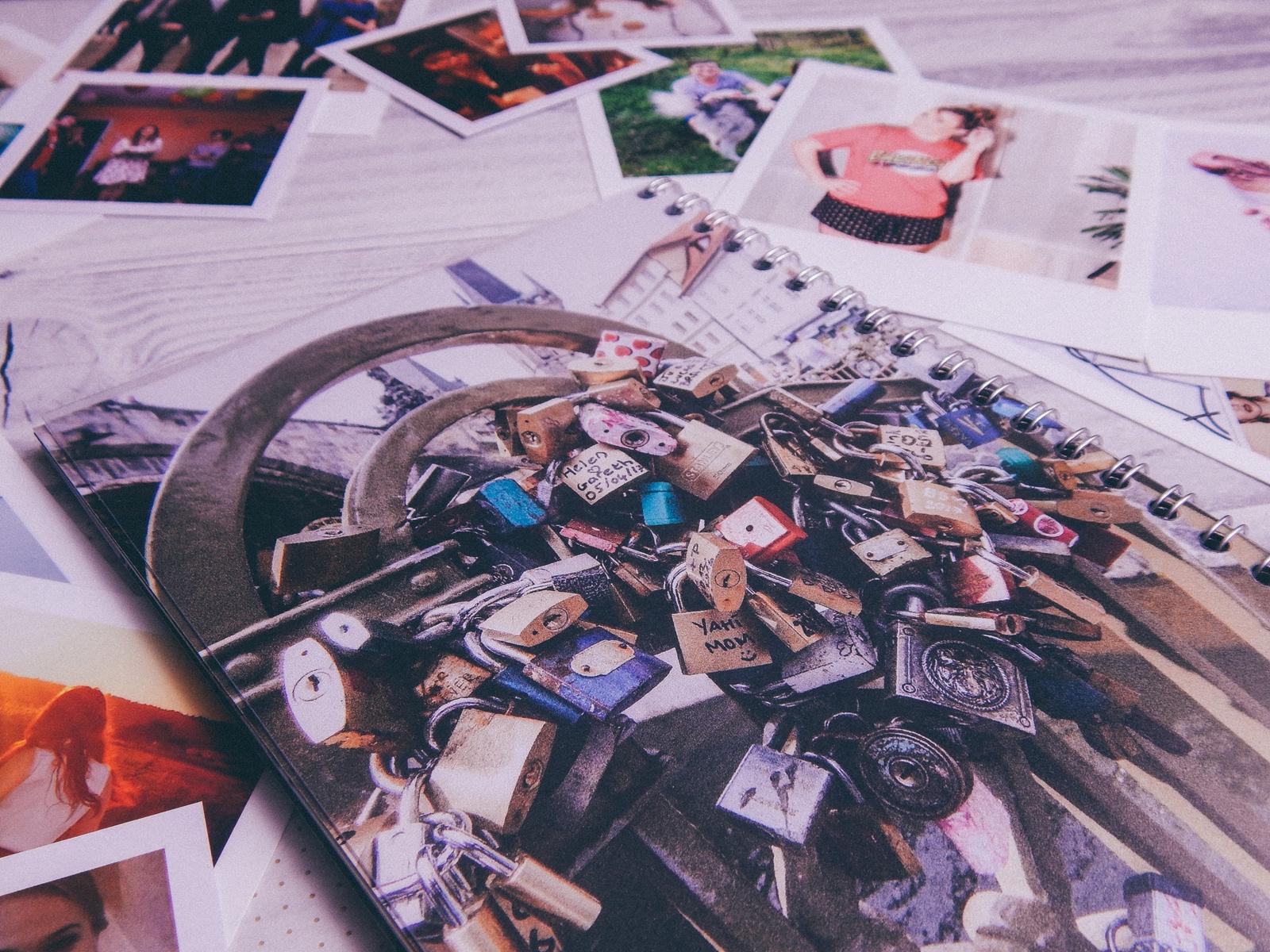 8 fotozeszyt saal digital zeszyt na zdjęcia a5 na sprężynie fotoksiązka photobook recenzja test fotozeszytu tanie wywoływanie zdjęć online melodylaniella polaroidy