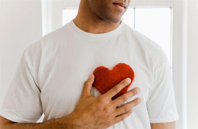 ما هي لغة الجسد للرجل عند الوقوع في الحب؟ 18 علامة للوقوع فى الحب بالنسبة للرجل