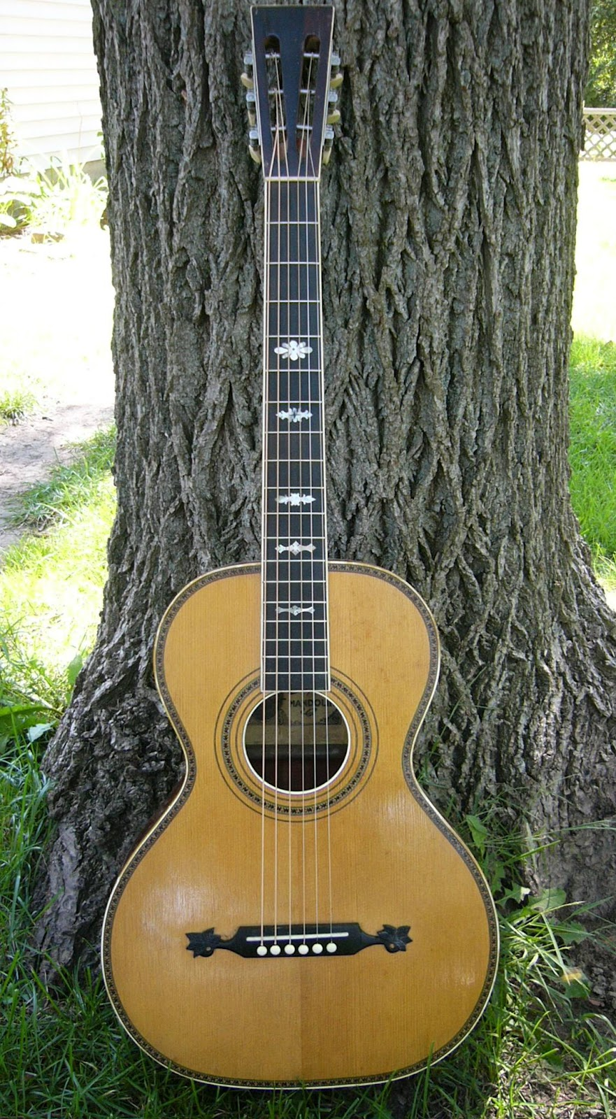 from the bench fraulini guitars guitars and banjo for sale. Black Bedroom Furniture Sets. Home Design Ideas