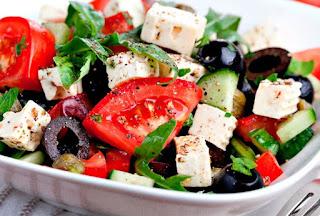 Las ensaladas frías porque muchos de nosotros hemos vivido un momento en el cual queremos comer algo pero el clima no se prestan para un plato de comida caliente como estamos acostumbrados.