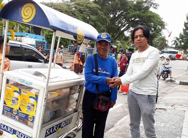 Ini cara membantu pedagang Sari Roti tidak terkena boikot dan bisa mempunyai usaha yang lebih berkah.