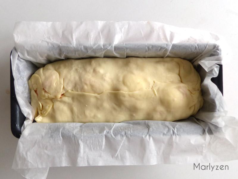 Rabattez les bords de pâte afin de sceller le chausson.