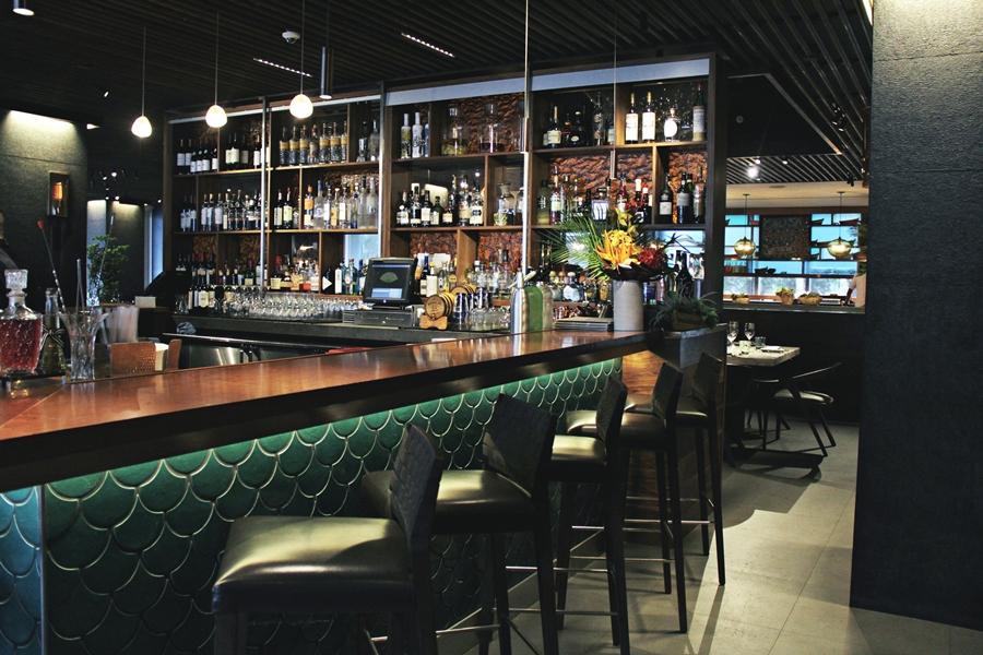 la mar bar drink cocktail