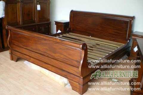 tempat tidur lengkung kayu jati