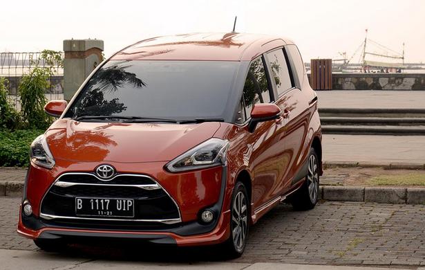 Mobil Toyota Sienta Tulungagung