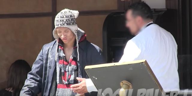 Εμφανίστηκε σαν άστεγος και δεν τον άφησαν να κάτσει στο εστιατόριο να παραγγείλει… ΜΕΤΑ όμως ξαναγύρισε!
