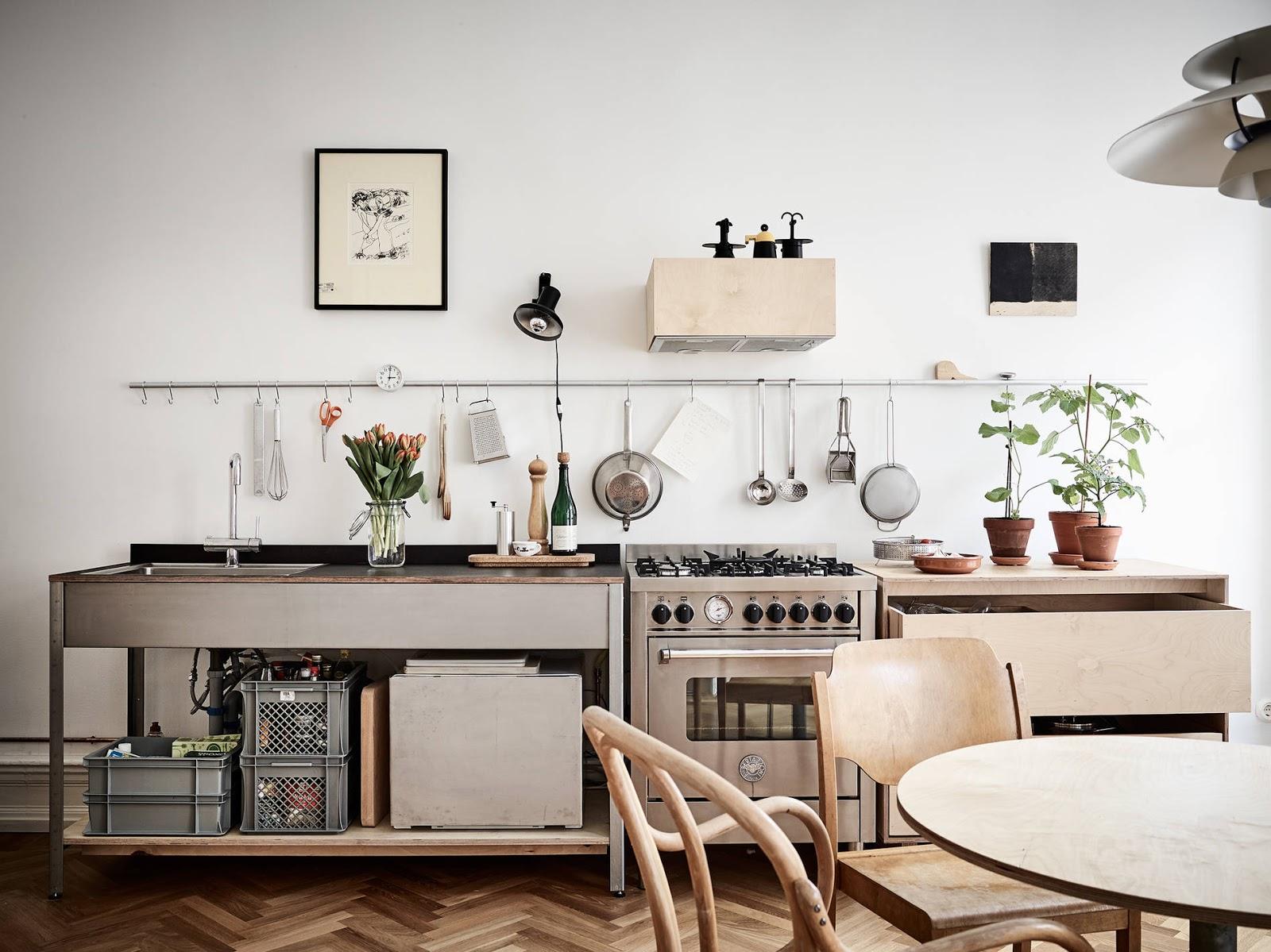 Appartamento scandinavo con arredi su misura e moderni for Arredamento moderno on line