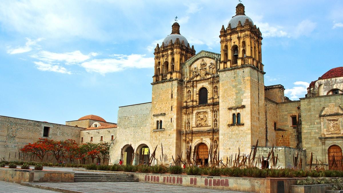 fachada del Templo de Santo Domingo de Guzmán en Oaxaca