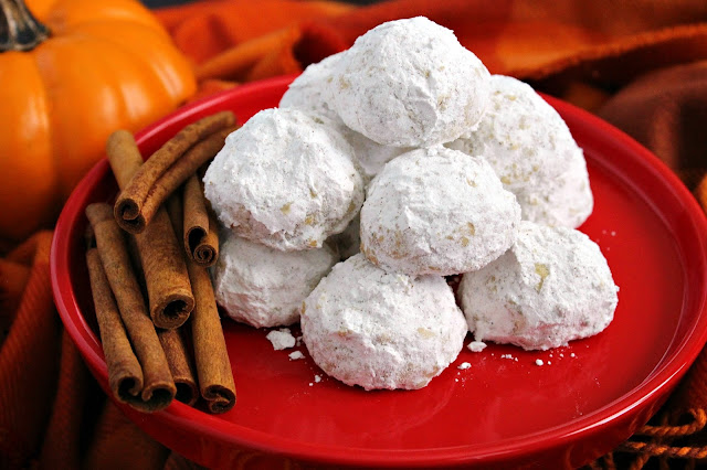 Pumpkin Pie Spice Snowball Cookies from LoveandConfections.com #PumpkinWeek