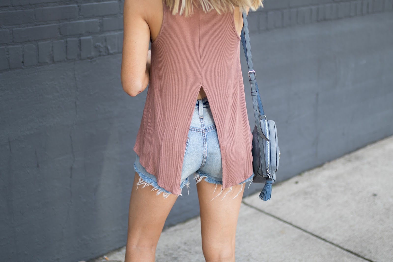 Split-back tank with Levi's cutoffs