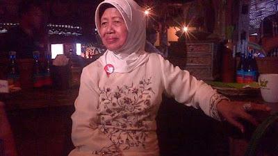 Suaminya Ibunda Jokowi Adalah Putra Seorang Kades