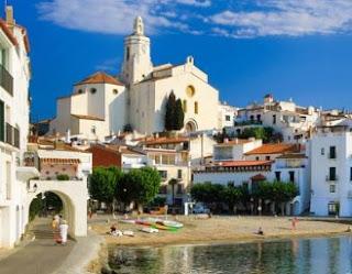Iglesia de Santa María en Cadaqués, vacaciones