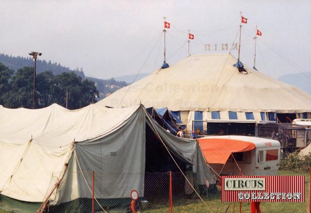 Chapiteau, coulisses et tente écuries des chevaux du Cirque National Suisse Knie  1970