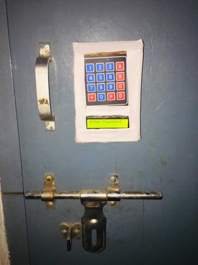 Arduino Expert: Automatic Door Locking with Arduino