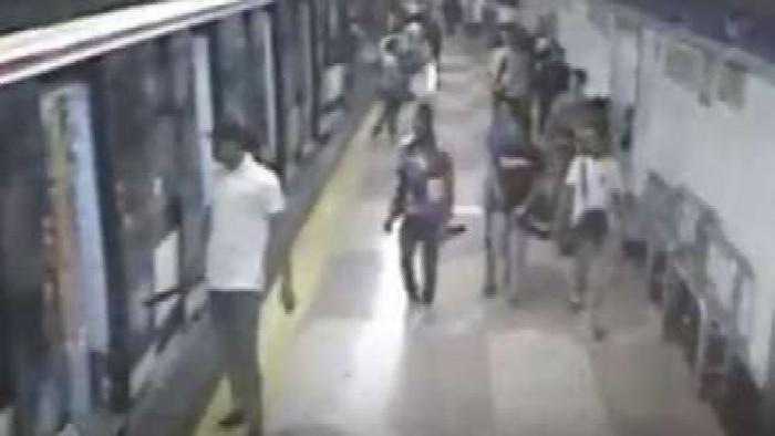 """""""Trinitarios"""" la emprenden a machetazos en el metro de Madrid"""