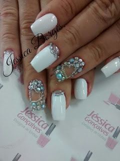 As mais lindas unhas decoradas com pedras