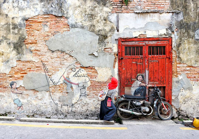 Boy on a Motorcycle, Seorang anak laki-laki yang duduk di atas sepeda motor mural street art Penang, Ernest Zacharevic