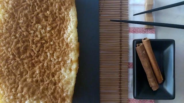 Pastel dulce de arroz con azafrán y cardamomo al horno. Postre de fiesta, navidad, reuniones, canela, sencillo, arroz con leche, Cuca