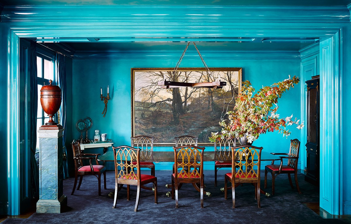 Dramatic peacock blue paintcolor in dining room by Ken Fulk