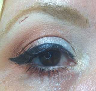 eye_makeup_look_simple_silver