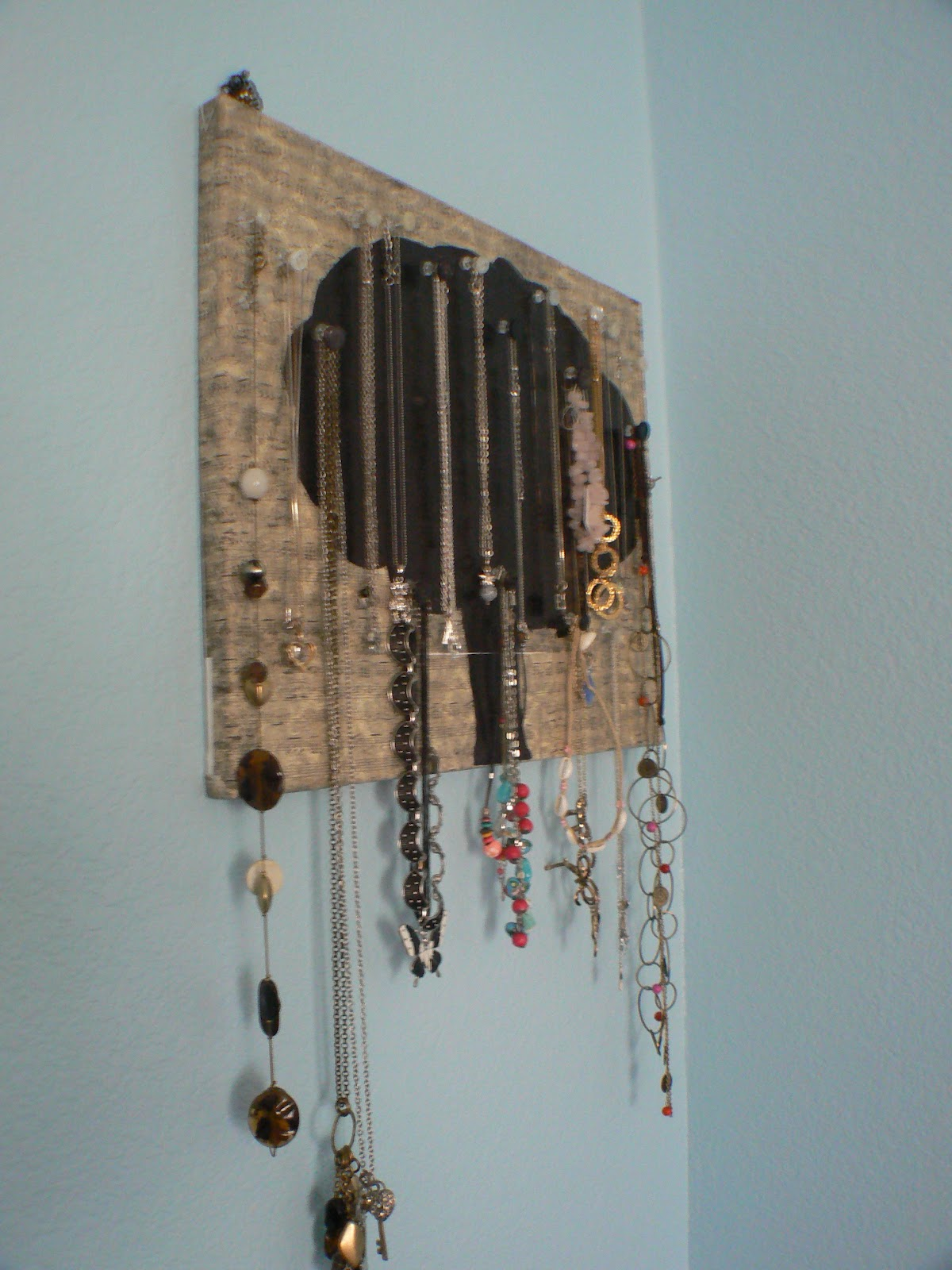 Totally Chic: DIY Necklace Holder