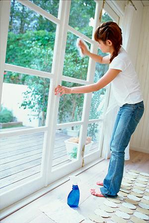 Bí quyết giữ cho Cửa Kính nhà bạn luôn sáng bóng, sạch tinh tươm