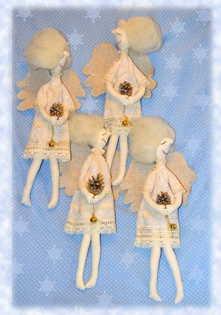 рождественская текстильная кукла