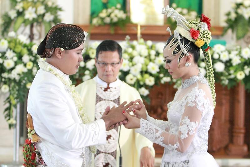 Image result for wedding adat jawa paes ageng