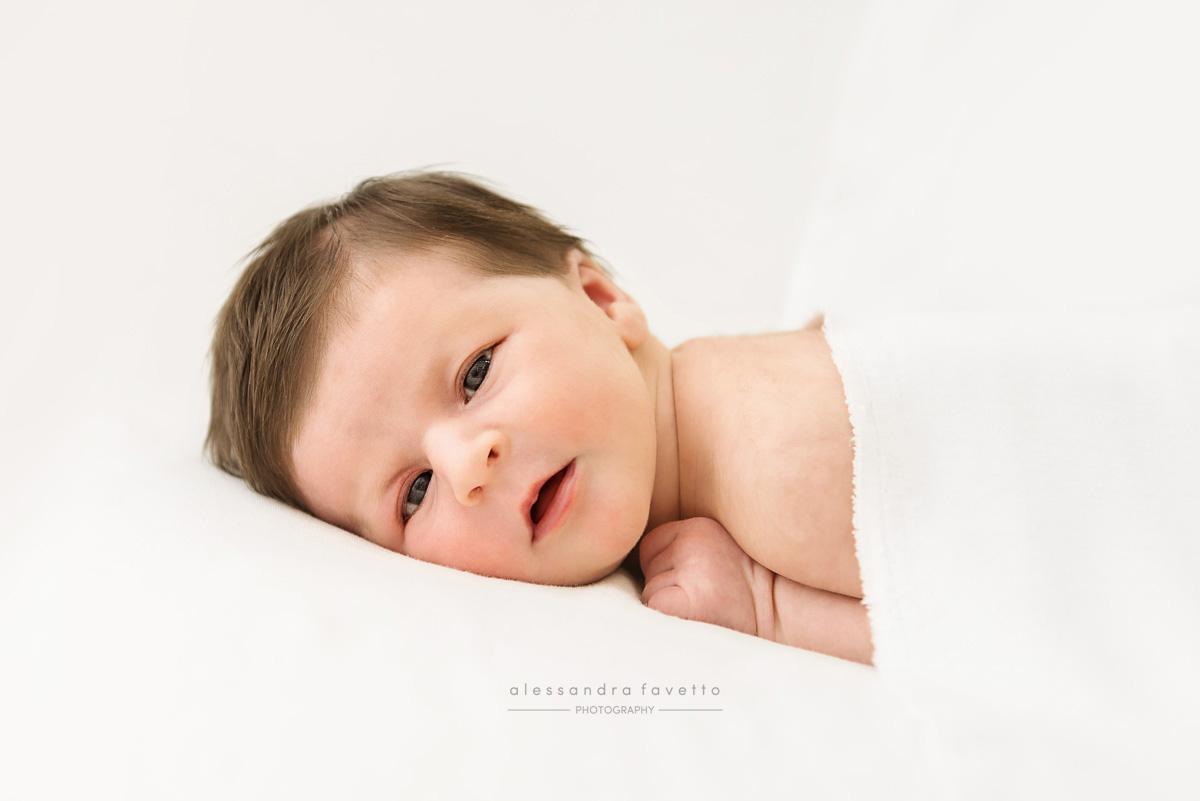 Sesión recién nacido a domicilio en Los Corrales, Sevilla