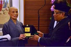 Tokoh Buddha Tzu Chi Taiwan Bahagia Mengamati Kehidupan Keagamaan di Indonesia